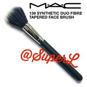 MAC 139 SYNTHETIC TAPERED FACE BRUSH FOUNDATION
